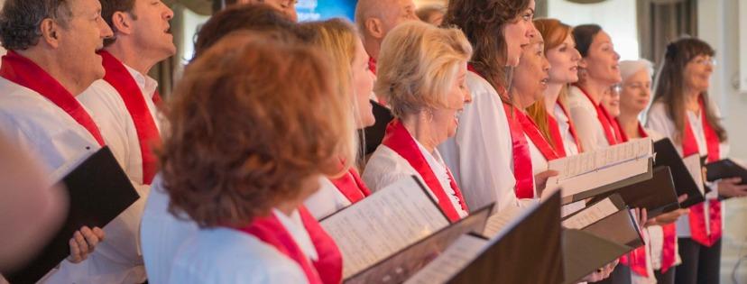 Pěvecký sbor Scientologické církve hraje hudbu k povznesení a sjednocení komunity