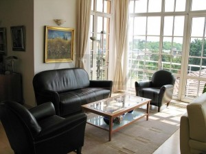 Beautiful windows - For Rent: Luxury fully furnished 2BD apartment in Prague 5 - Jinonice, close to the German School Prague
