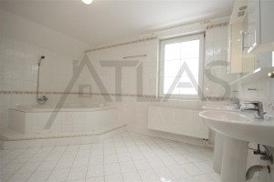Large bathrooms - For Rent: 4-bedroom, 180 sqm house Prague 6 - Nebusice
