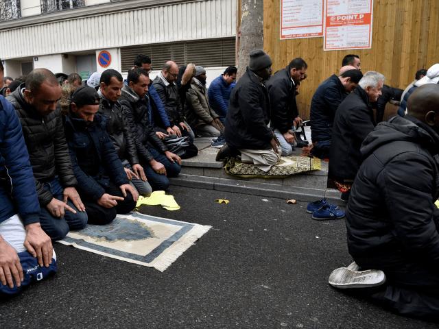 Jedno z pěti dětí narozených ve Francii má arabské či muslimské jméno