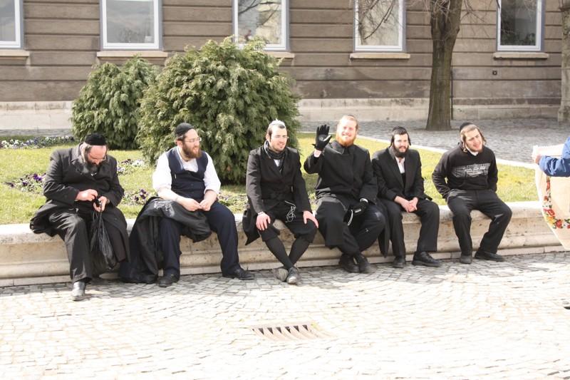 Skupina židovských turistů v Budapešti