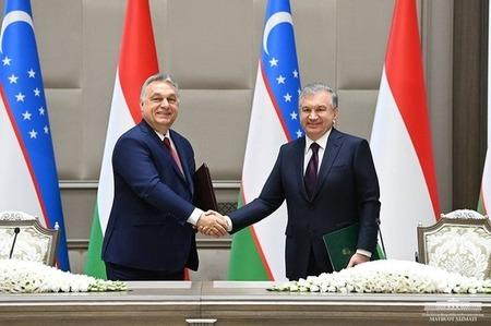 Prezident Uzbekistánu Shavkat Mirziyoyev a maďarský předseda vlády Viktor Orban