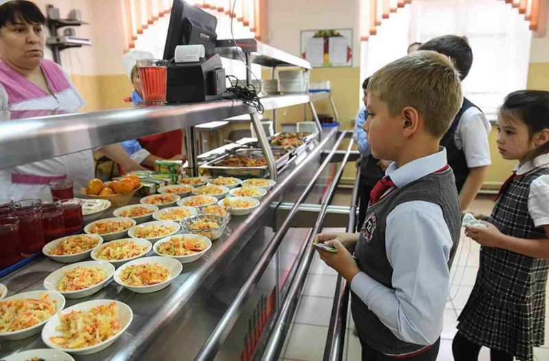 Ruským školákům 1. až 4. ročníku bude zdarma poskytována teplé jídlo